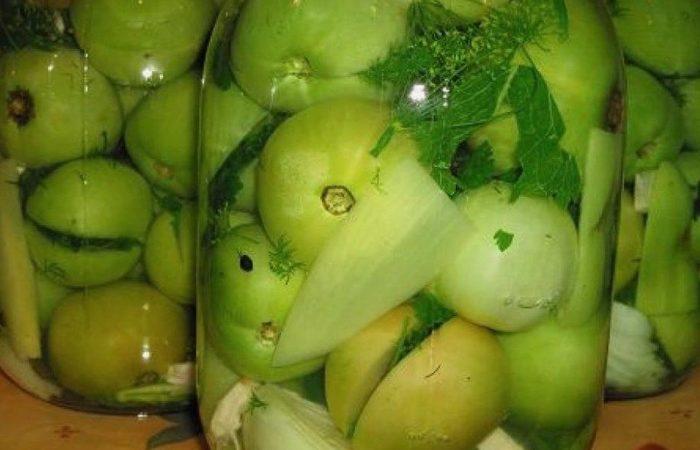 Зеленые помидоры в банках